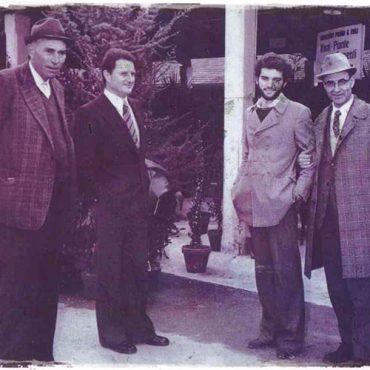 Il primo da sinistra Francesco Pasini al mercato di Montichiari, una volta in Paese (zona Nuova City). Il terzo da sinistra Andrea Pasini.